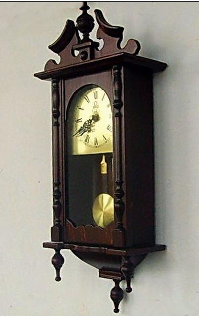 【柳岸·人间】墙上的挂钟(诗歌)